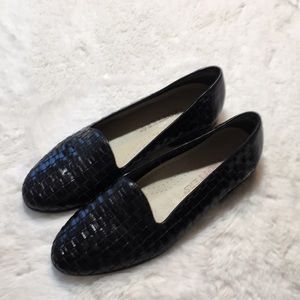 Trotters shoes size 5.5 M